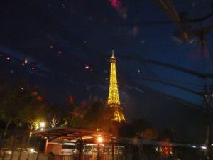 セーヌ川ディナークルーズにてエッフェル塔の夜景